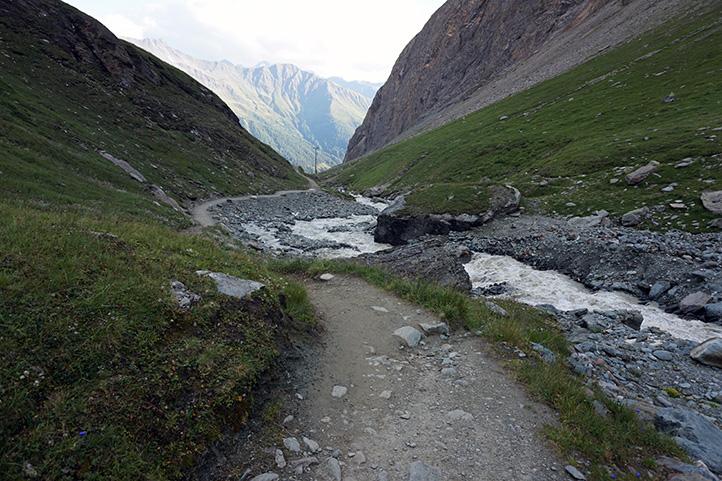 droga powyżej schroniska Lucknerhutte, panorama w dół doliny