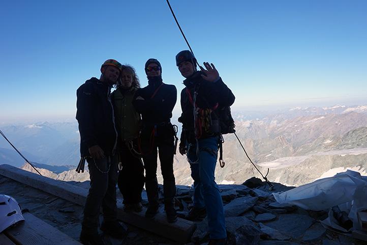 cały zespół wejściowy, schronisko Erzherzog-Johann-Hutte (wysokość 3451 m)