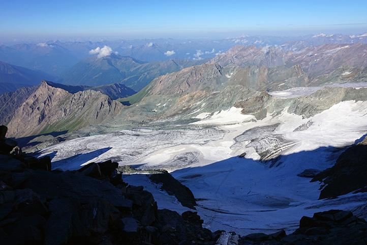 widok na lodowiec Pasterze z grani przed schroniskiem Erzherzog-Johann-Hutte