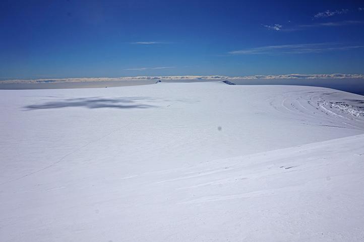 panorama w drodze na Hvannadalshnúkur w tle lodowiec i kolejny zespół atakujący