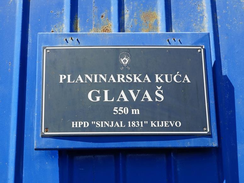 tablica informacyjna na schronisku, plac Kuca