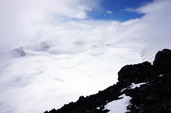 w drodze na Galdhøpiggen, w tle lodowiec