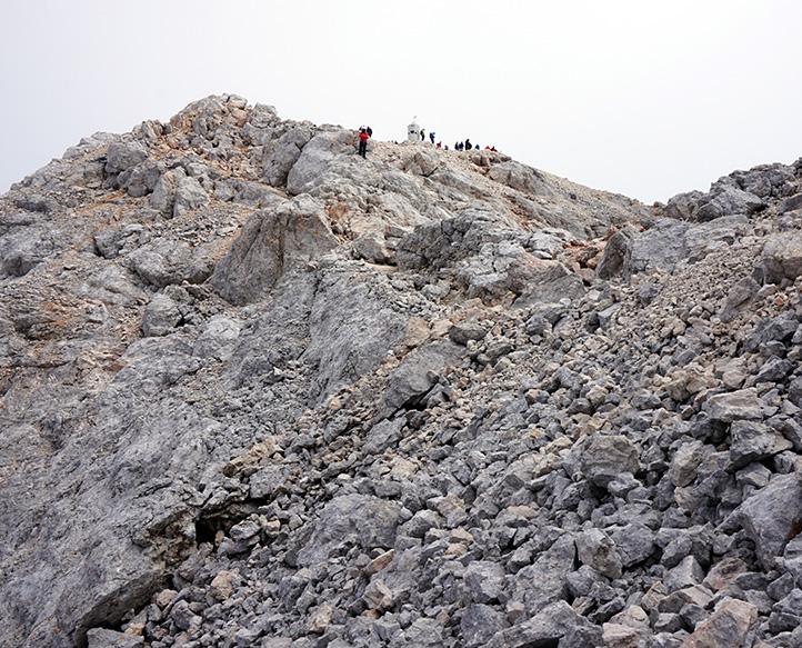 podejście pod główny wierzchołek z widokiem na szczyt