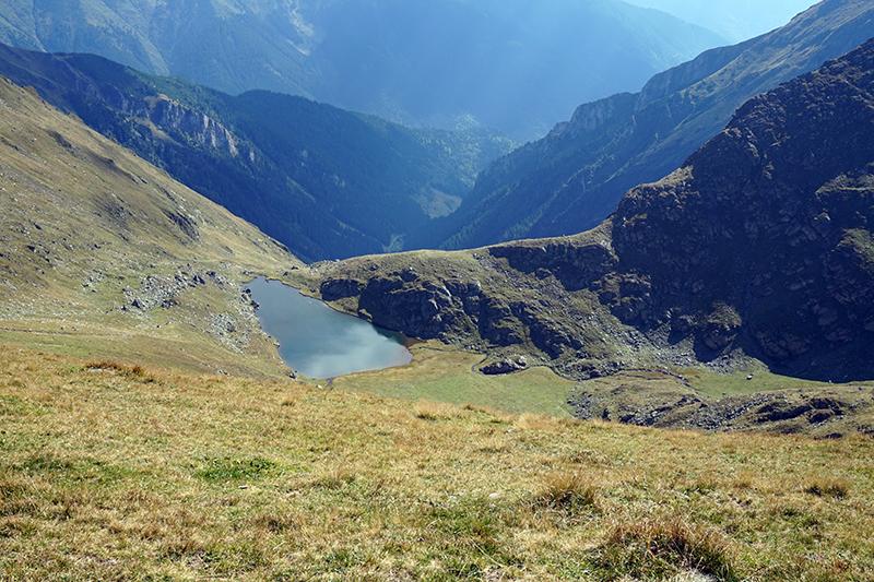 widok na jezioro Lacul Buda, droga na górę Mircii