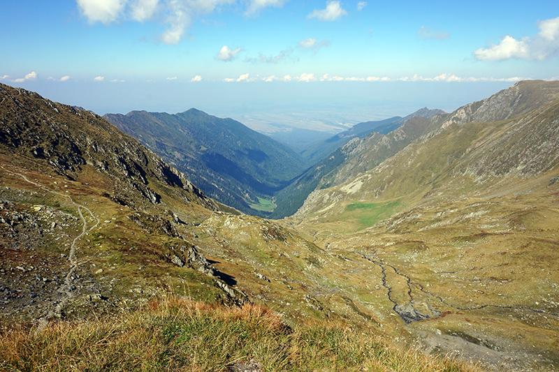 widok na przebytą ścieżkę, droga na górę Mircii