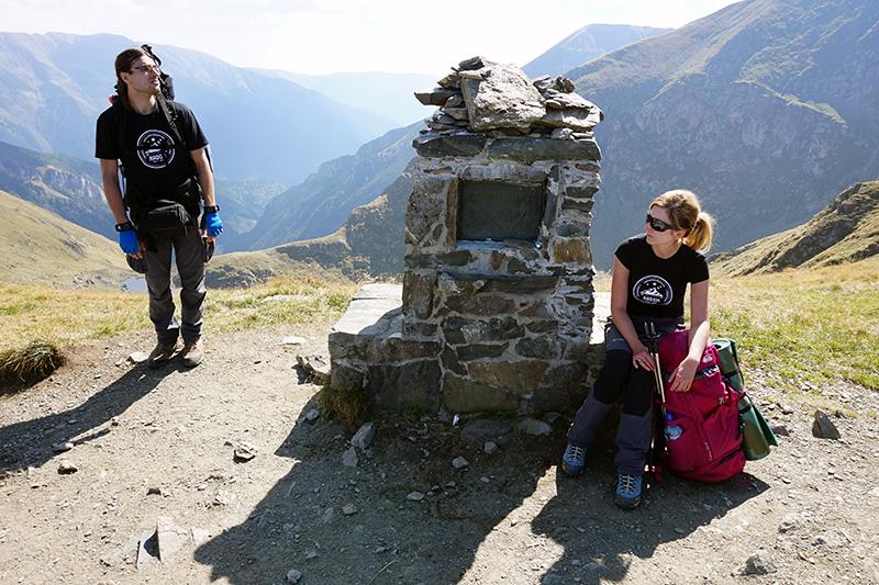 w drodze na górę Mircii, tablica pamiątkowa