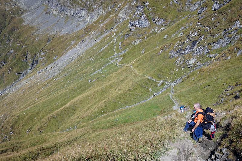 widok na ścieżkę na przełęczy Portita Arpasului