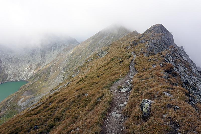 droga graniowa z lewej jezioro Capra