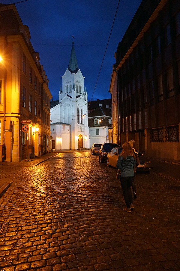Kościół Matki Boskiej Bolesnej, Kościół Polski