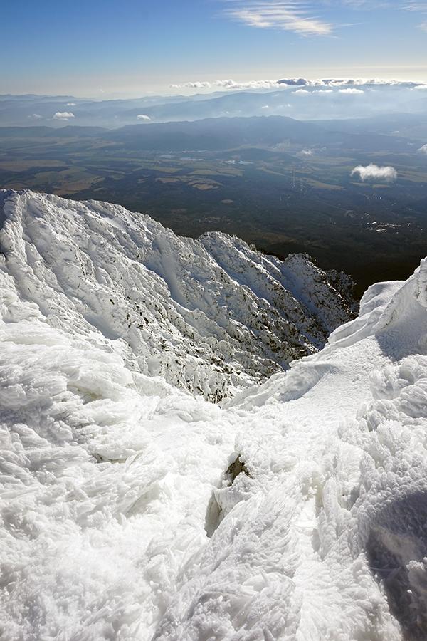 najwyższy szczyt Słowacji Gerlach 2655 m n.p.m. w tle widok na Słowację