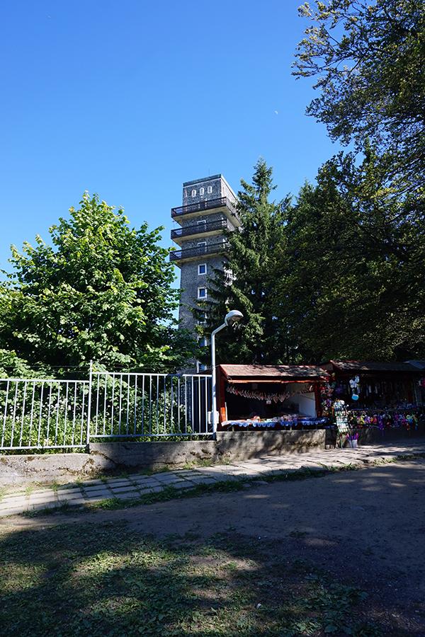 wieża widokowa na najwyższym szczycie Węgier