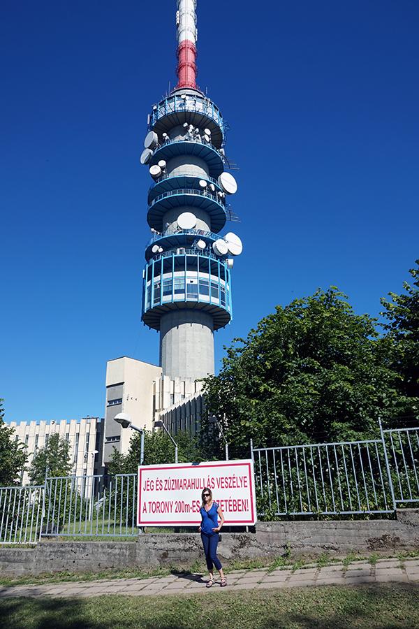wieża telewizyjna na najwyższym szczycie Węgier