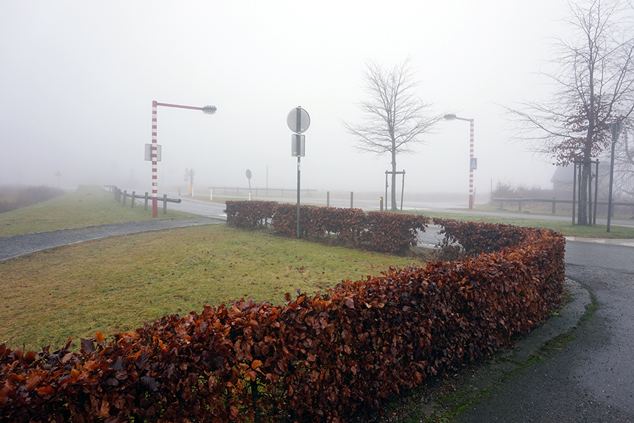 droga numer N676 od strony skrzyżowania z drogą N68, zjazd na najwyższy szczyt Belgii