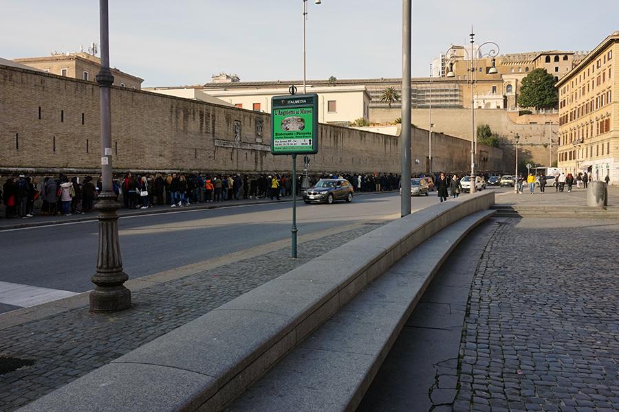 Niedzielna kolejka do Muzeum Watykańskiego