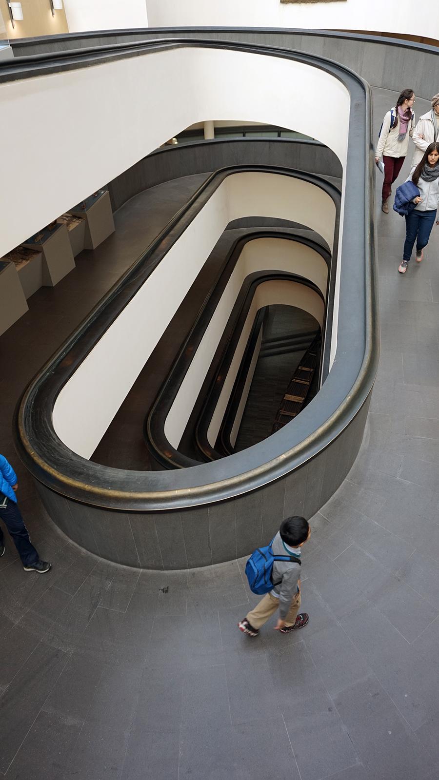 Muzeum Watykanskie - schody wejsciowe