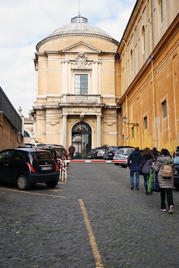 Brama wejściowa / wyjściowa do Ogrodów Watykańskich.