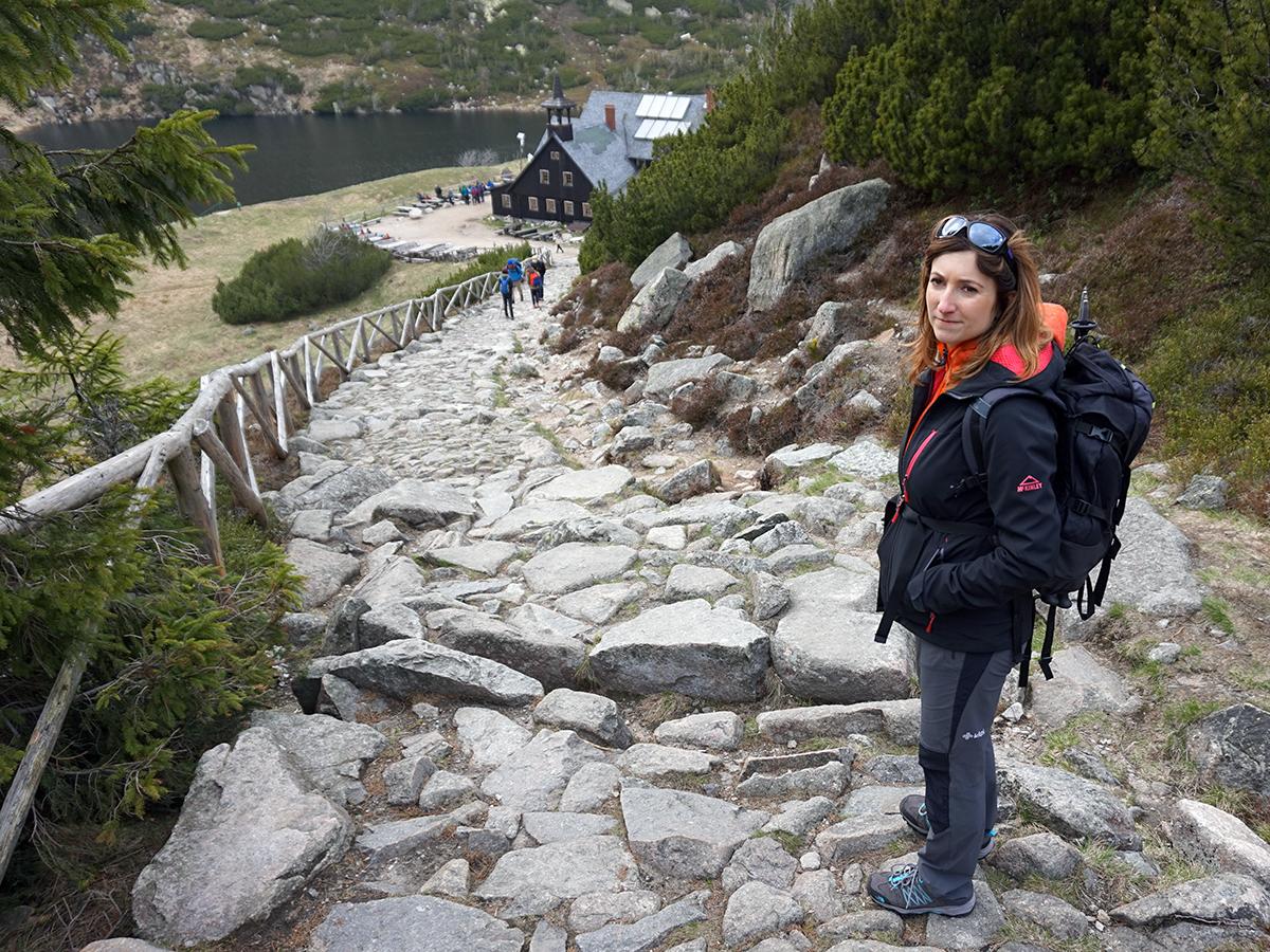 schronisko Samotnia, widok od strony drogi ze Strzechy Akademickiej