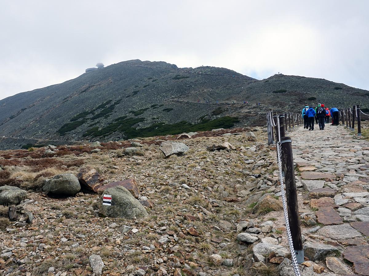 droga na Śnieżkę, widoczne dwie drogi na szczyt