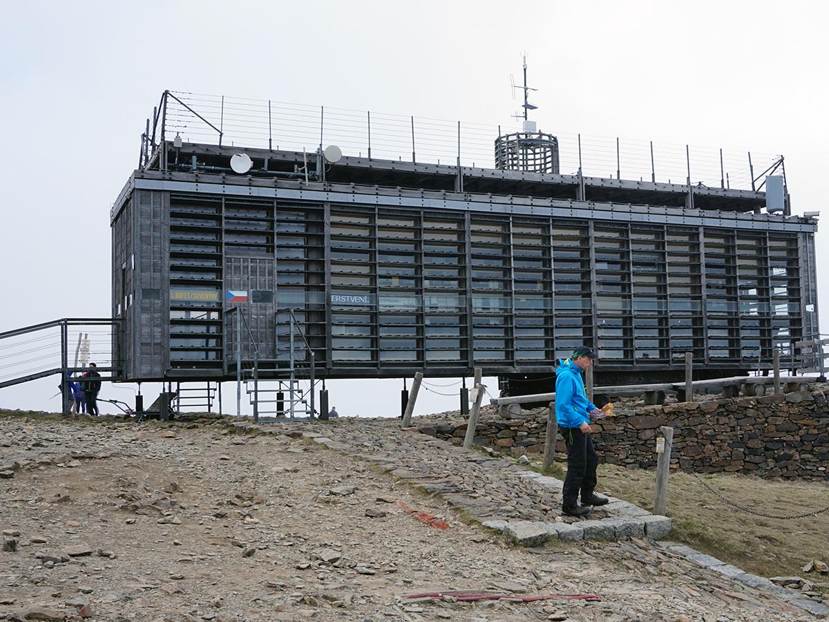 najwyższy szczyt Czech - Śnieżka 1602 metry n.p.m., budynek poczty czeskiej