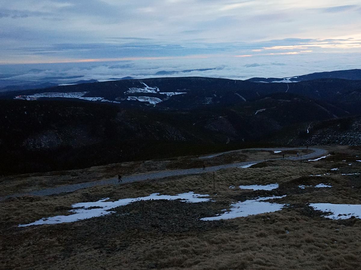 wschód słońca na Śnieżce, grudzień 2016, widok od strony czeskiej