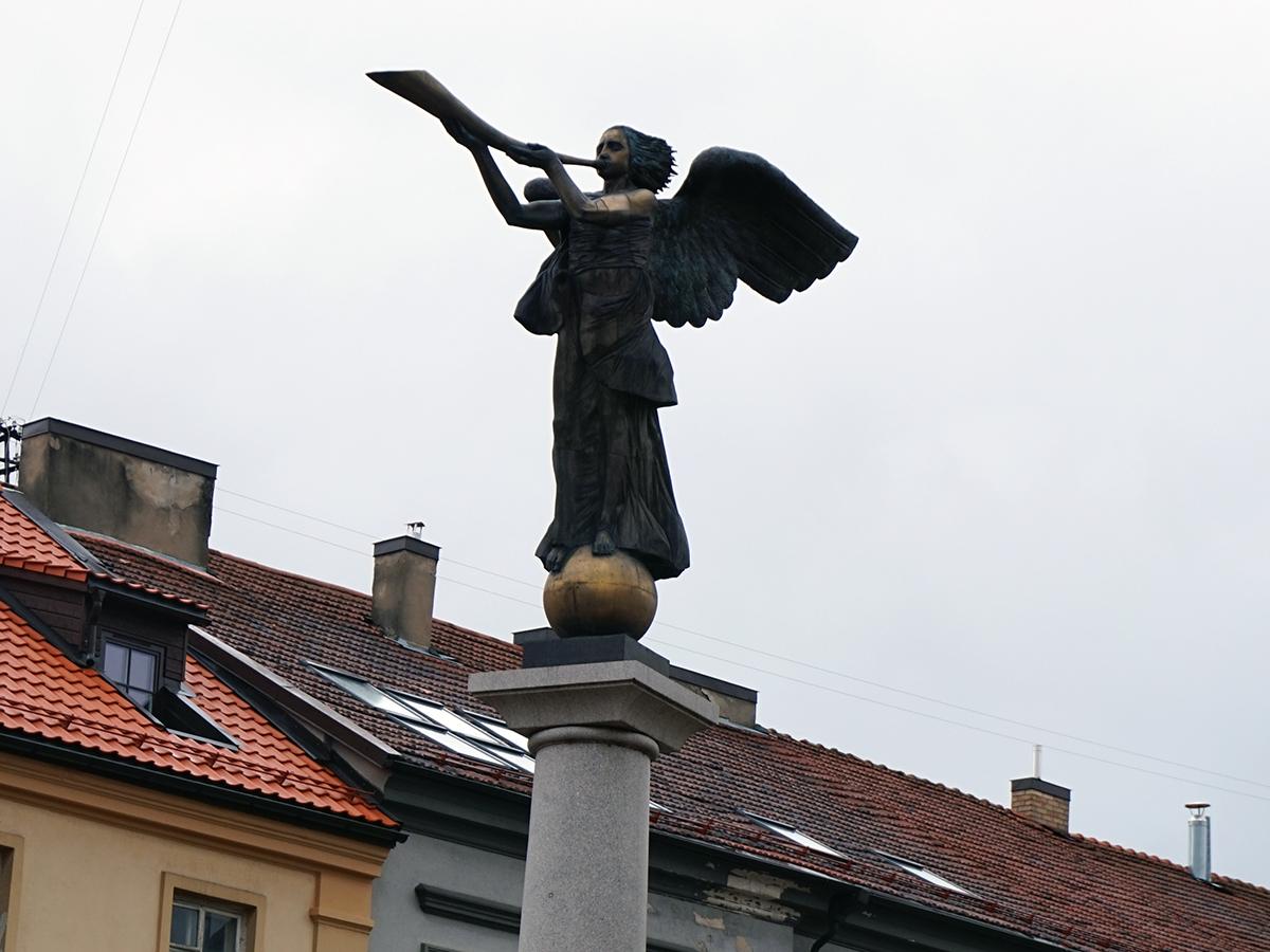 Anioł Zarzecza króluje w centralnej części republiki
