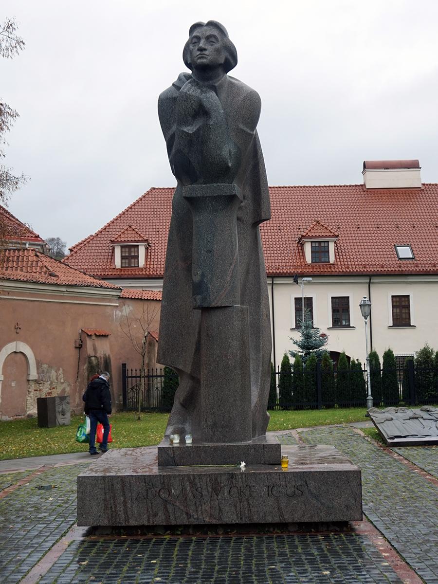 Adam Mickiewicz przy kościele św. Anny
