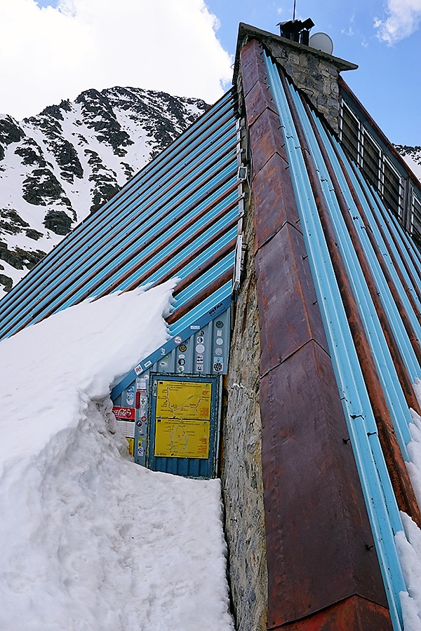 "schronisko ""Lodowe Jezioro"" (bułg. Заслон ""Ледено езеро""; 2720 m n.p.m.)"
