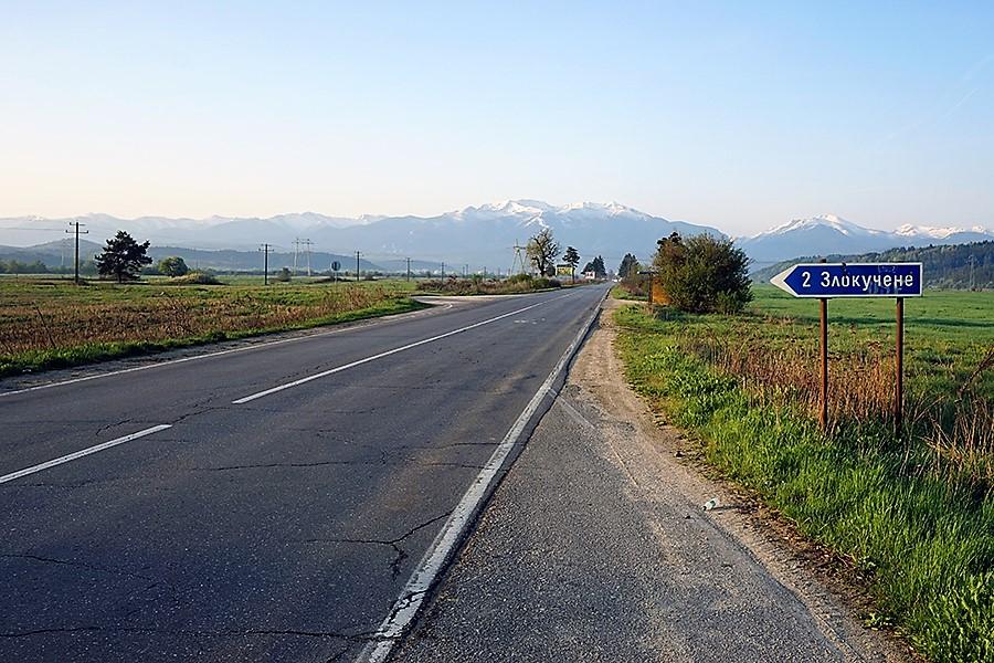 droga do Borowec (bułg. Боровец) w tle masyw Riła