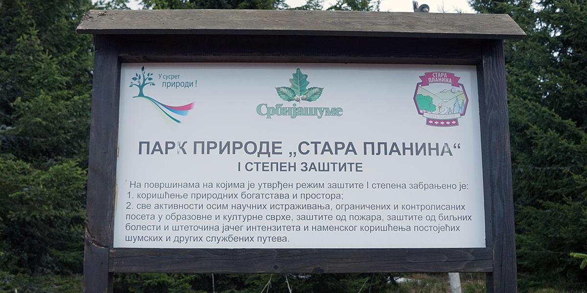 informacja o tym, iż znajdujemy się w parku narodowym, tablica przy wejściu