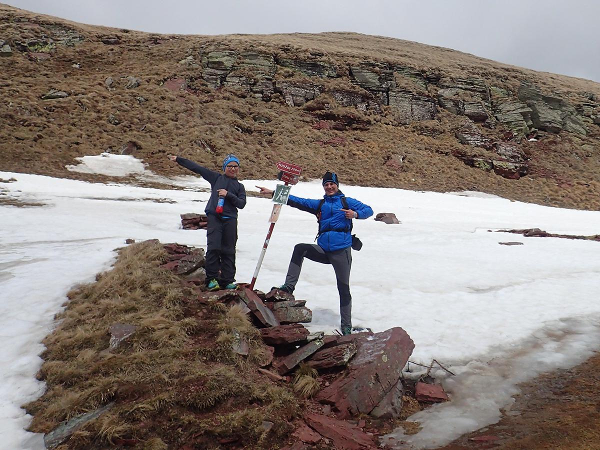 ostatni drogowskaz informujący o odległości na szczyt