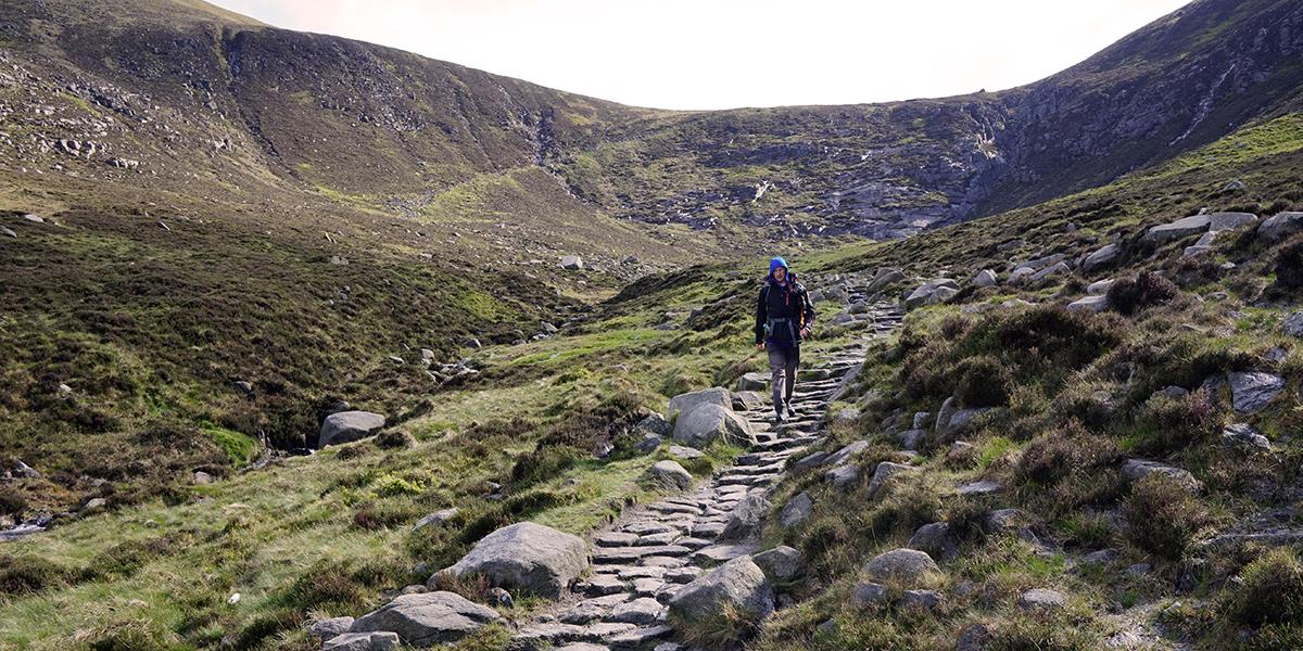 wejście na siodło, które prowadzi na Slieve Donard oraz Slieve Bearnagh