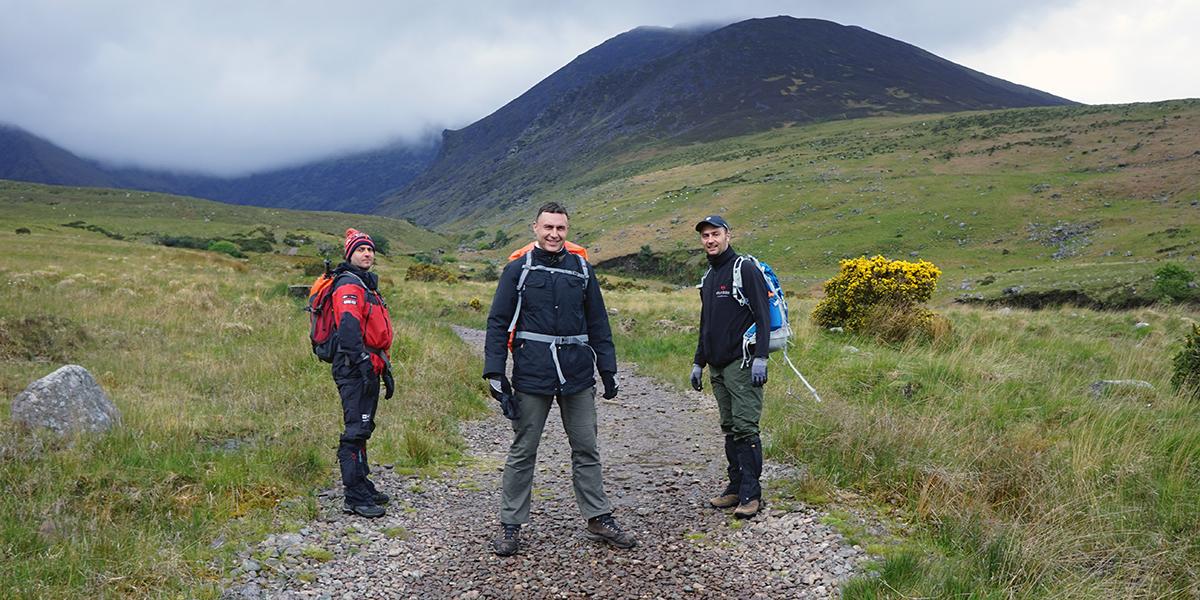 Sebastian, Darek i Karol w drodze na Carrantuohill