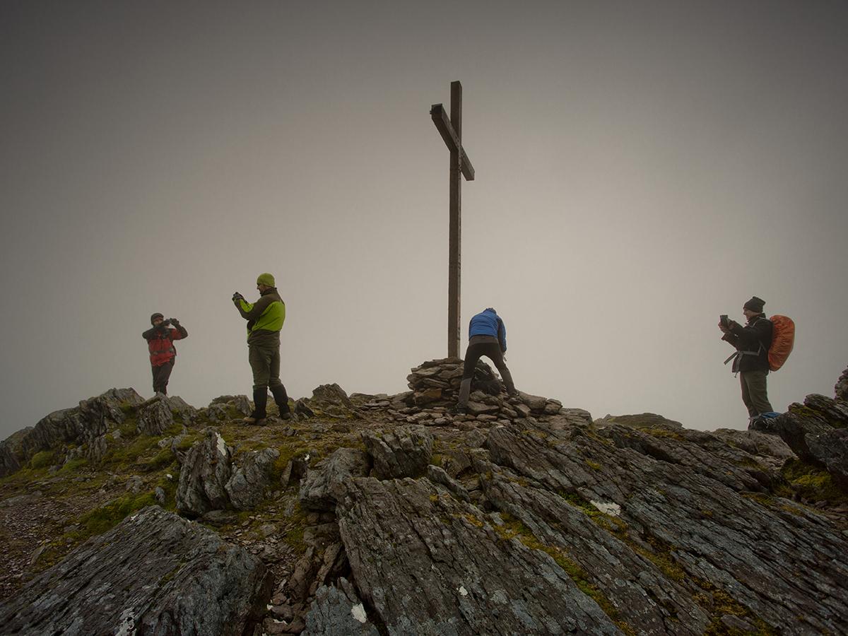 Karol, Dawid, Darek i Sebastian, media rządzą na Carrantuohill 1038 m n.p.m., najwyższym szczycie Irlandii (zd. Jurek Giertuga)