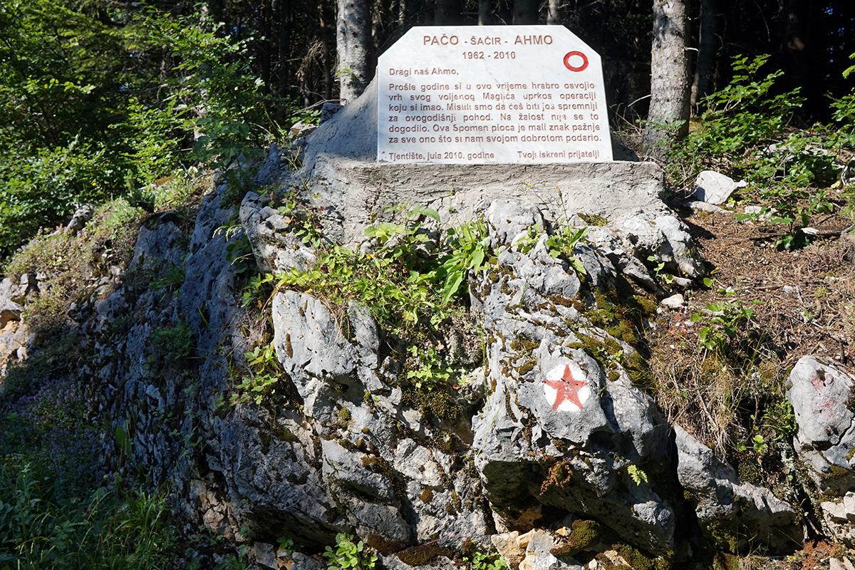 pierwszy mijany pomnik w drodzę na Maglić