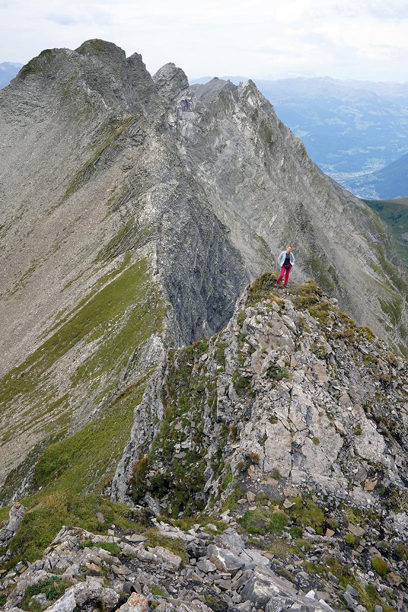 końcowa grań na Grauspitz w tle Justyna żądna szczytu