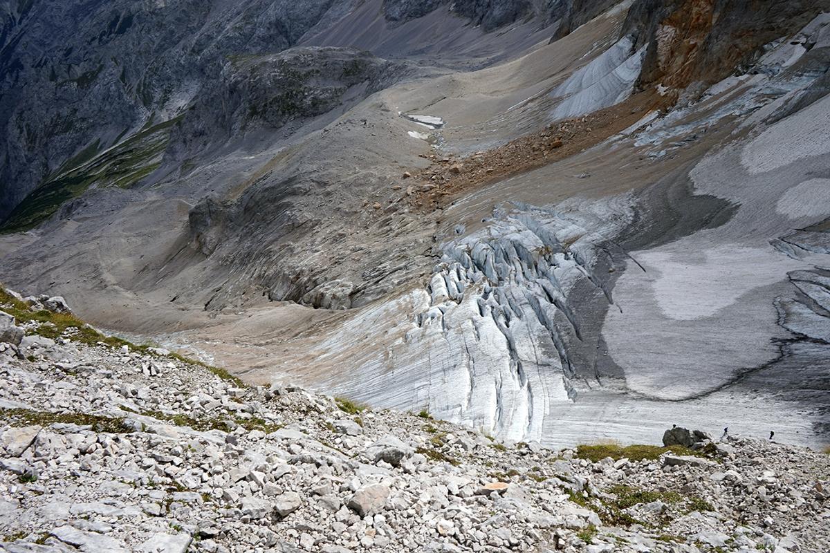 widok na lodowiec Höllentalferner i jego szczeliny