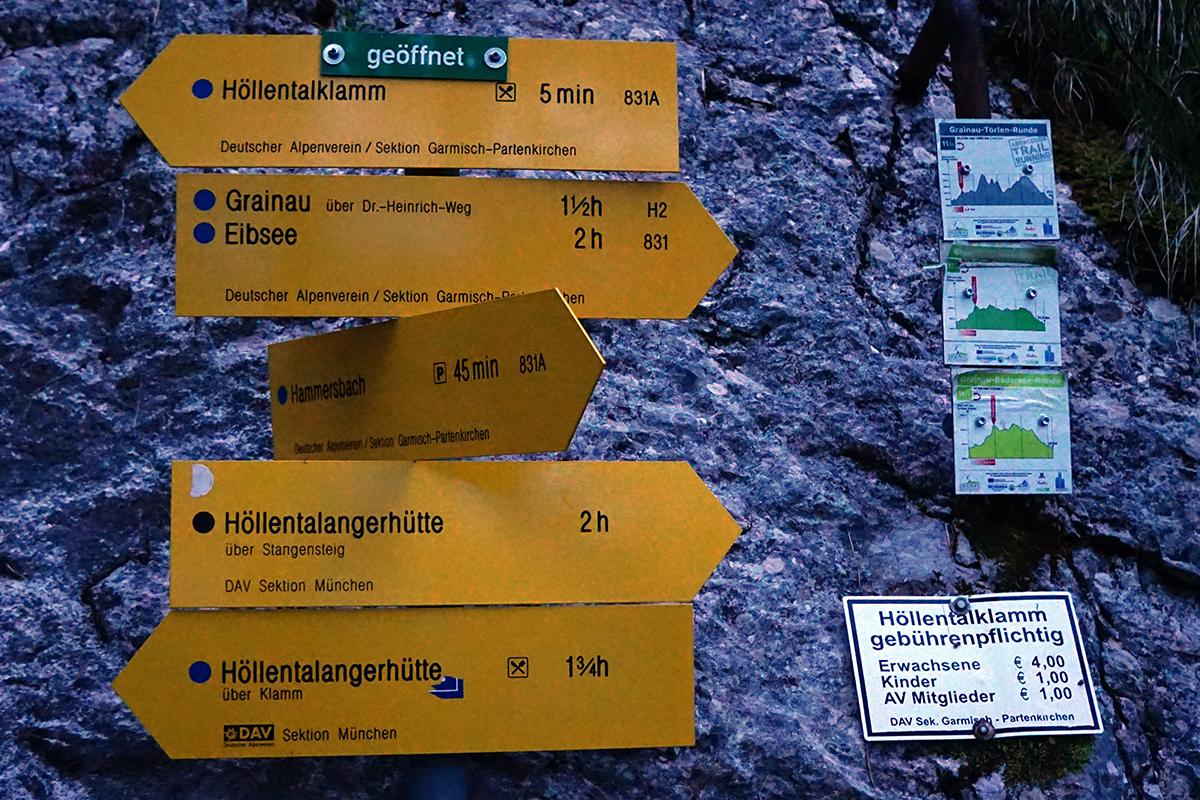 drogowskaz przed wejściem do wąwozu Höllental
