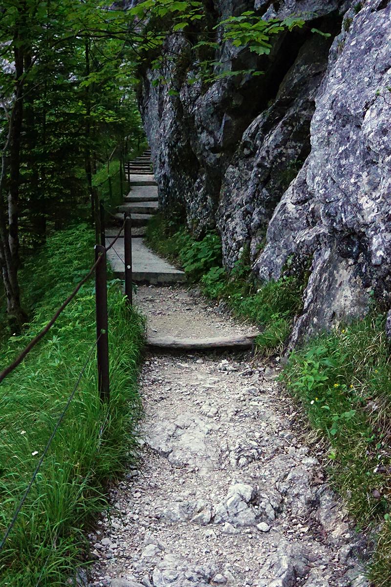 końcowy fragment drogi do wąwozu Höllental
