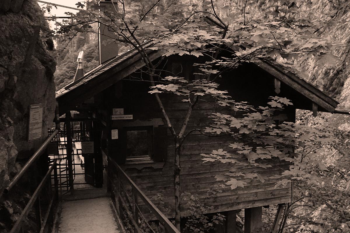 budynek wejściowy z kołowrotem do wąwozu Höllental