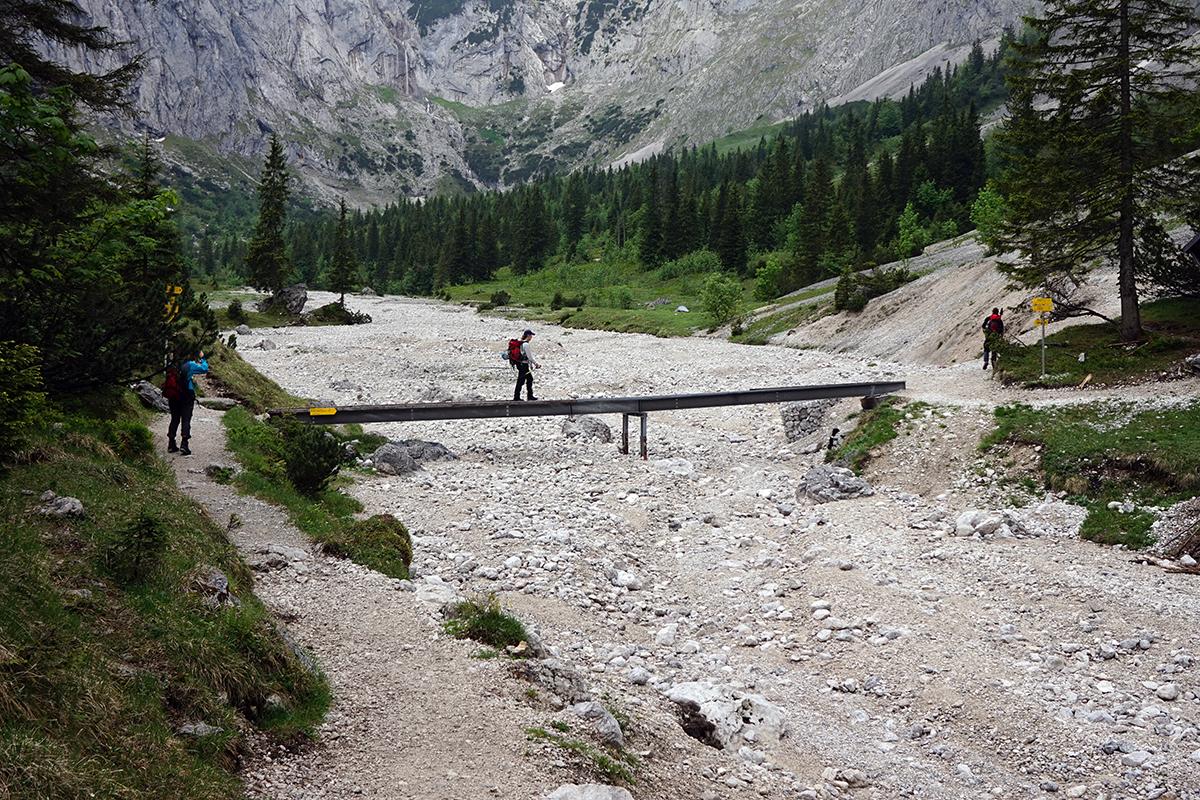 kładka za schroniskiem Höllentalangerhütte
