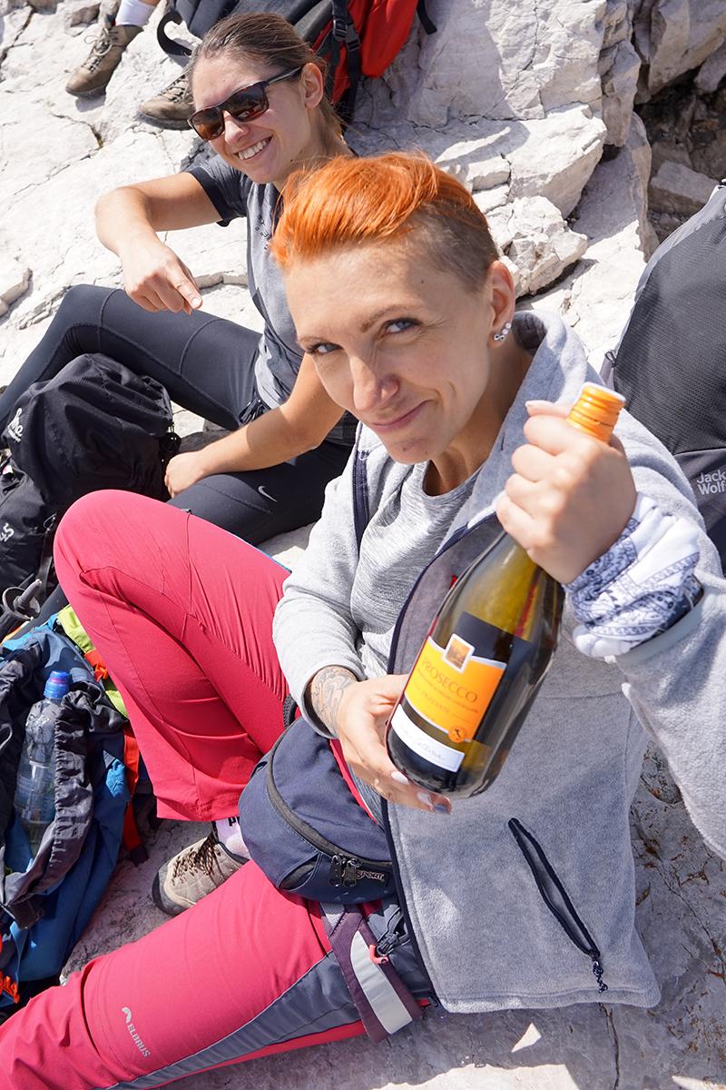 Justyna i Dominika ze szczytowym szampanem