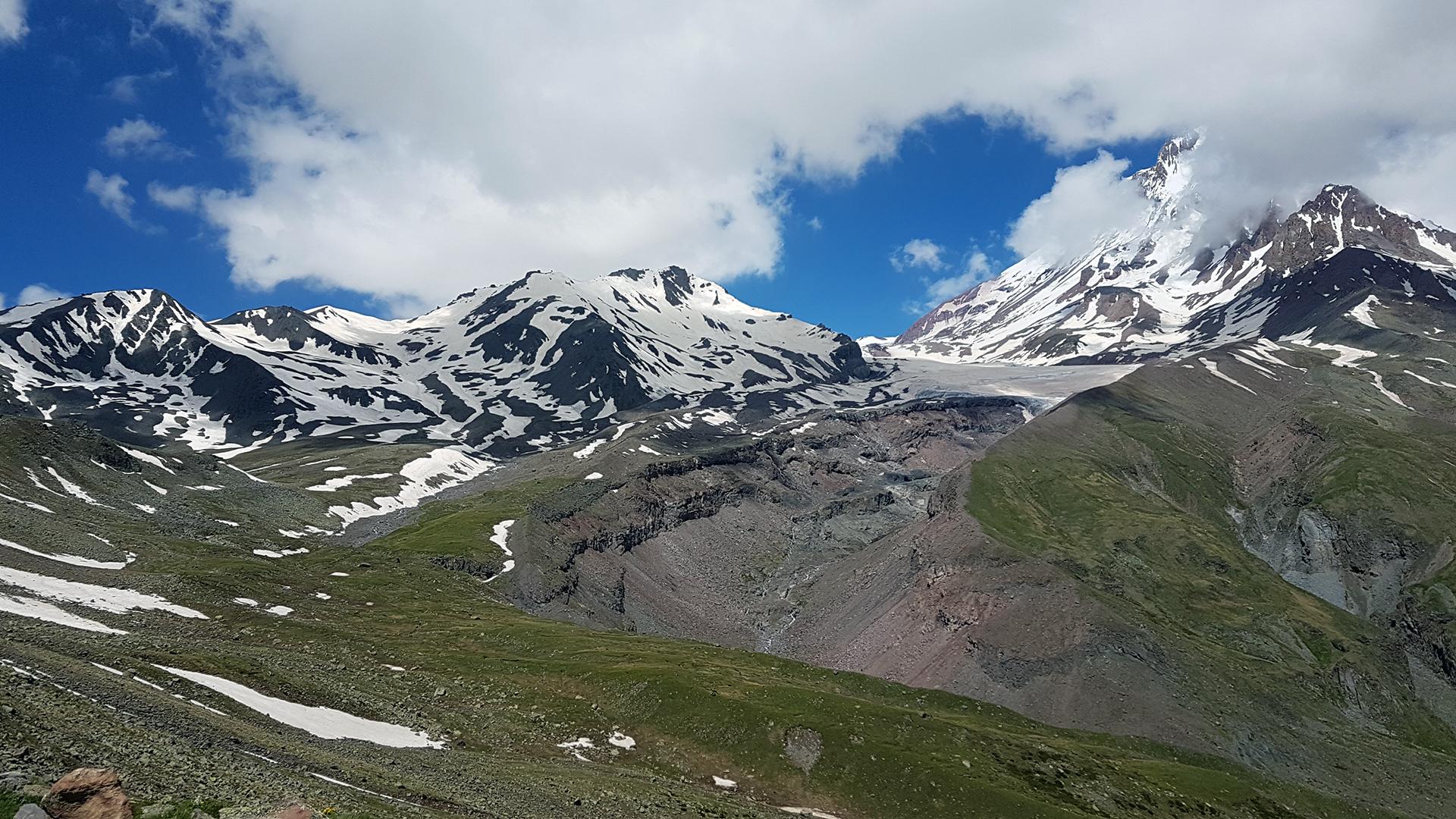 widok na Kazbek oraz lodowiec Gergeti