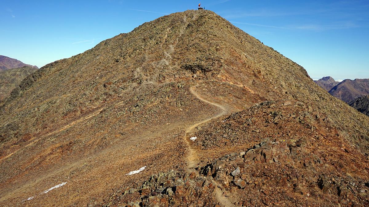 końcowa grań przed szczytem Coma Pedrosa