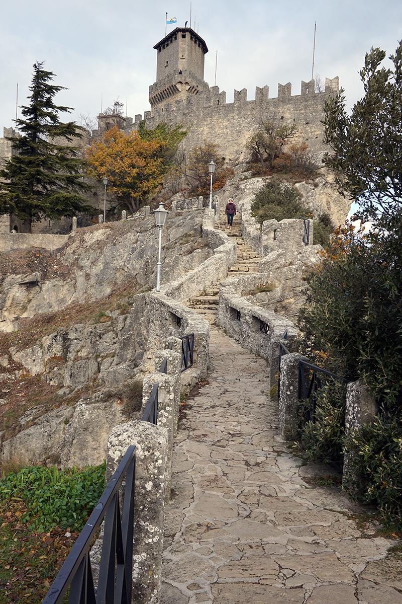 najstarsza wieża - Guaita (XI wiek)
