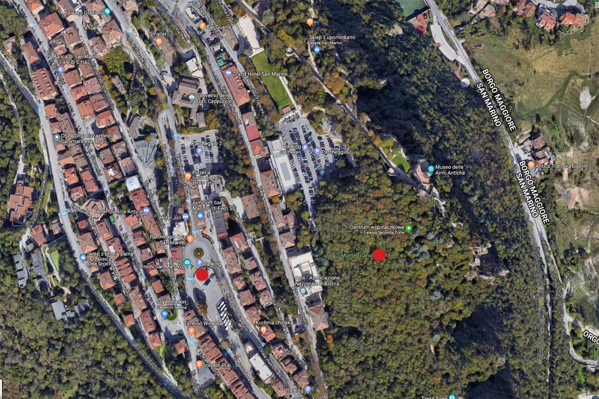 centrum San Marino (zaznaczony nasz parking oraz szczyt)