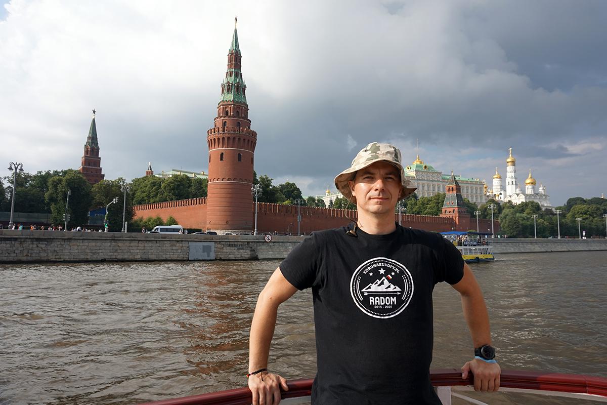 rejs po rzece Moskwa w tle Kreml